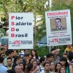 PROFESSORES DÃO AULA DE LUTA AOS MINEIROS